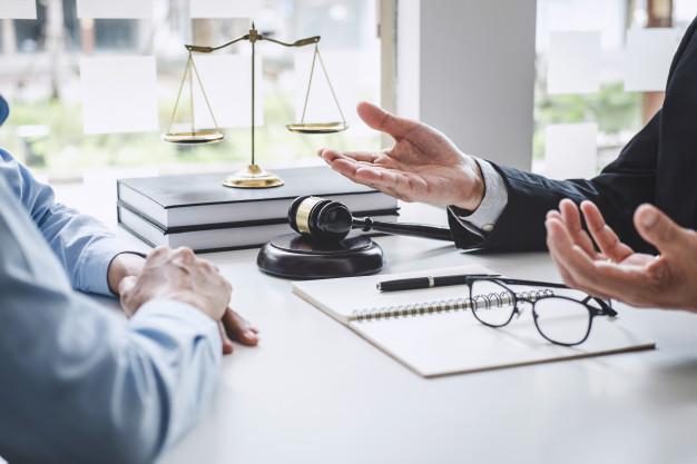 وکیل و متخصص امور قراردادها